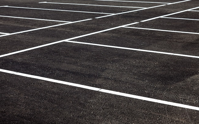 6 Benefits of Parking Lot Pressure Washing