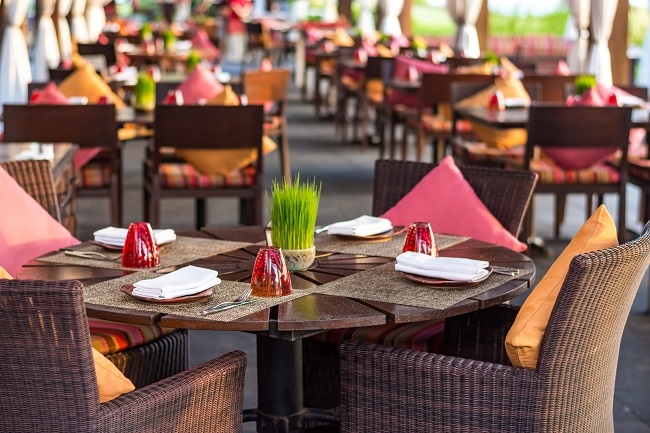 3 Reasons to Pressure Wash Your Restaurant's Exterior