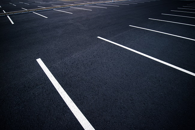 3 Reasons to Pressure Wash Your Asphalt Parking Lot